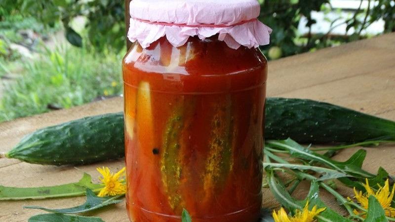 Попробуйте закрутить маринованные огурцы в томатном соусе на зиму