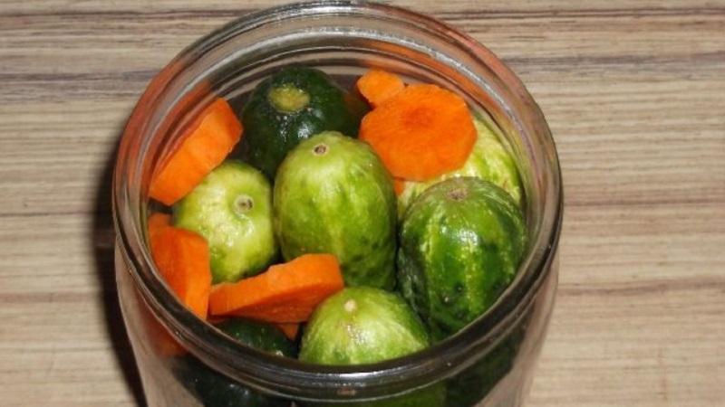 Вкусные и простые рецепты: огурцы маринованные с морковкой на зиму