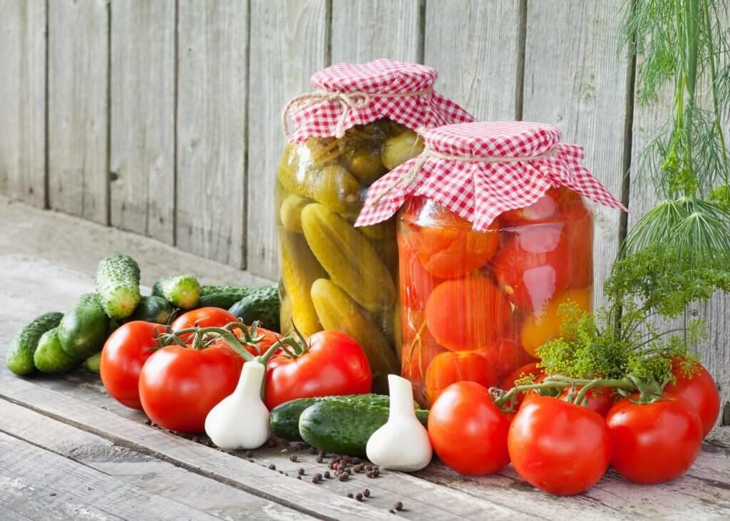Как хранить соленые огурцы в квартире: советы и рекомендации