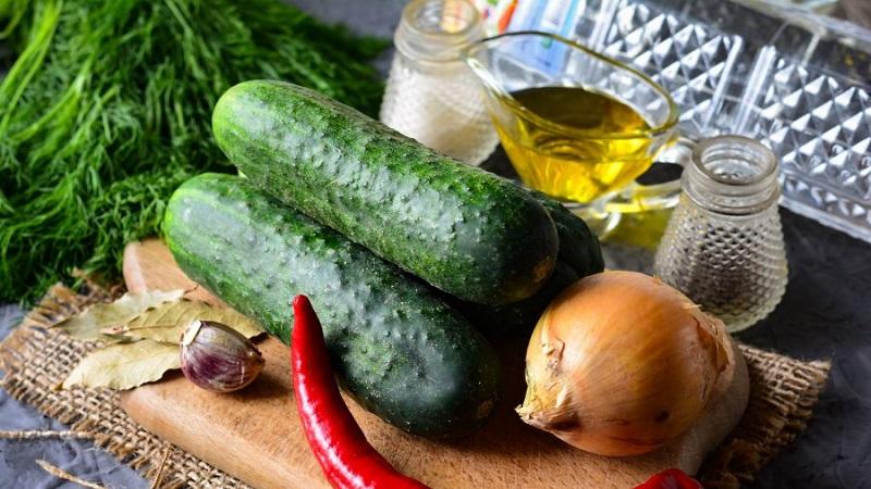 Вкусные рецепты для ваших заготовок: как засолить крупные огурцы