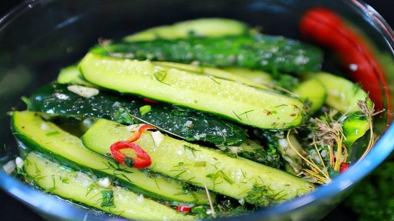 Аппетитные малосольные огурцы в пакете: быстрый рецепт за 5 минут