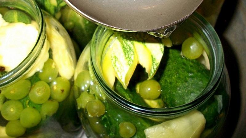 Рецепт засолки сладких огурцов на зиму в банках с уксусом, лимонной кислотой и другими ингредиентами